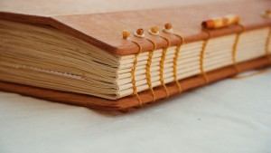 kunstvoll gebundenes Tagebuch