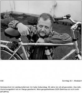 Bild eines Mannes mit einem neuen Fahrrad