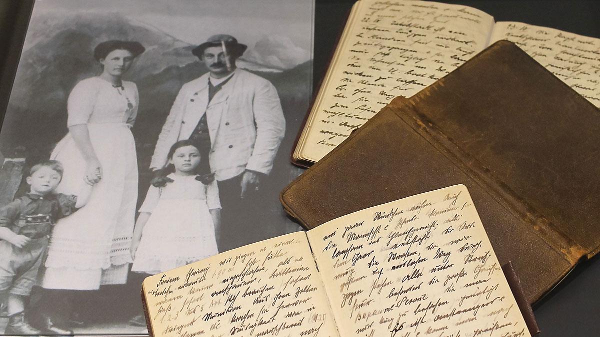 Tagebücher und Foto zum Thema Familie