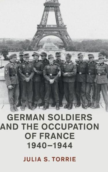 Bild des Buchtitels mit dem Foto einer Gruppe deutscher Soldat vor dem Eifelturm